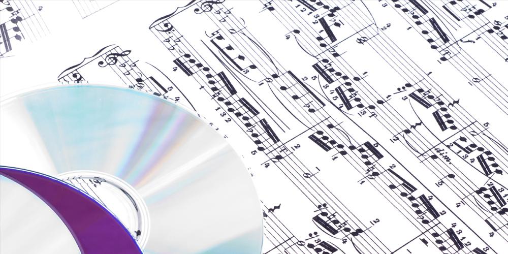 Notenblatt mit CDs aus eigener CD-Produktion